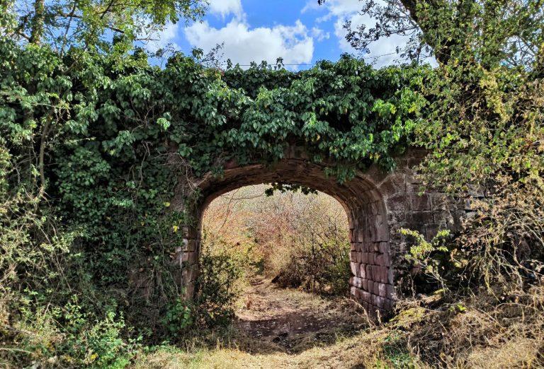 Vestige de l'ancienne voie des chemins de fer